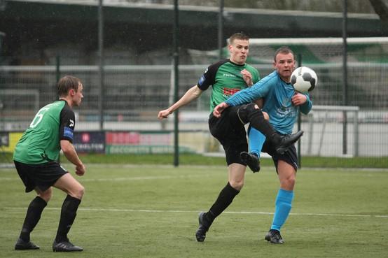 Niet de stevige wind maar soeverein FC Den Helder blaast SVW'27 van het kunstgrasveld af
