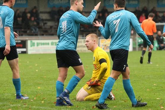 Onsamenhangend SVW'27 laat zich na snelle tegenslag door FC Den Helder van het veld spelen