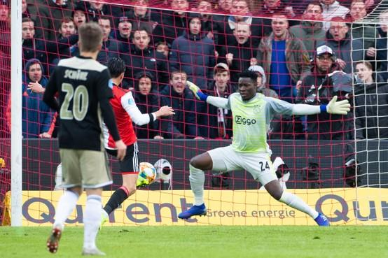 Feyenoord deelt dreun uit aan Ajax