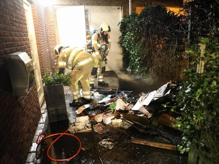 Twee huizen in Soest ontruimd door brand in kliko's
