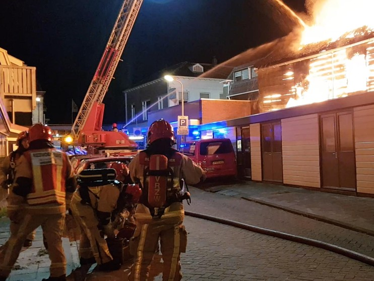 Grote uitslaande brand in Krommenie [video]