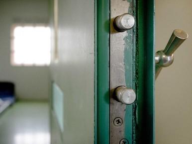 Acht maanden cel voor ex-directeur school Alphen om ontucht