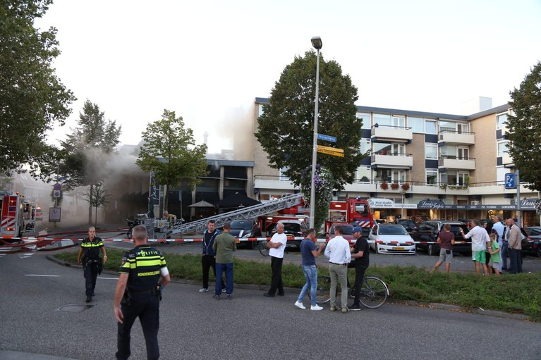 Grote brand in restaurant aan Landstraat in Bussum [update]