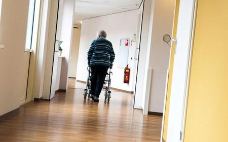 Vallen in huis kan voor ouderen tot een groot drama leiden, Rode Kruis geeft tips om woning veiliger te maken
