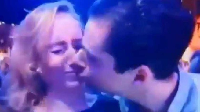 Hilversummer zwijgt over mislukte kus in Top2000-café [video]