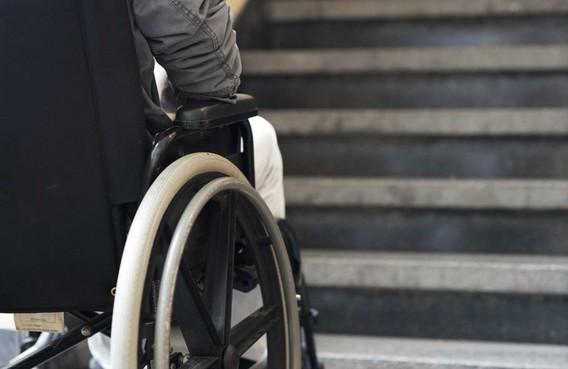 Zaanse rolstoelrijders eisen bereikbaar station en stadhuis: 'Taxi als de lift kapot is'