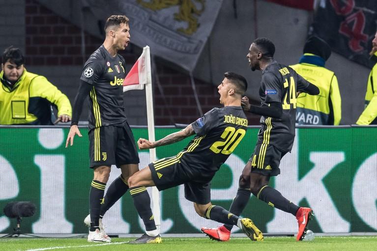 Dapper Ajax speelt gelijk tegen Juventus [video]