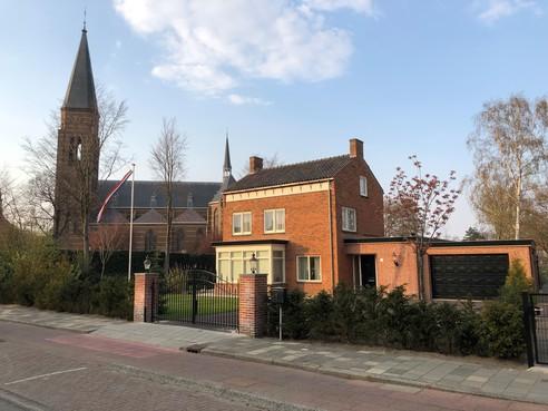 Restauratieprijs Stichting Oud Sassenheim voor oude kosterwoning Pancratiuskerk