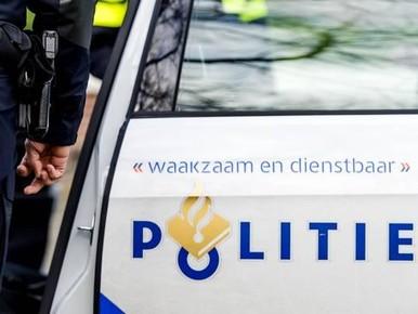 Drietal dwingt bromfietser tot afgeven pinpas en code in Hoofddorp