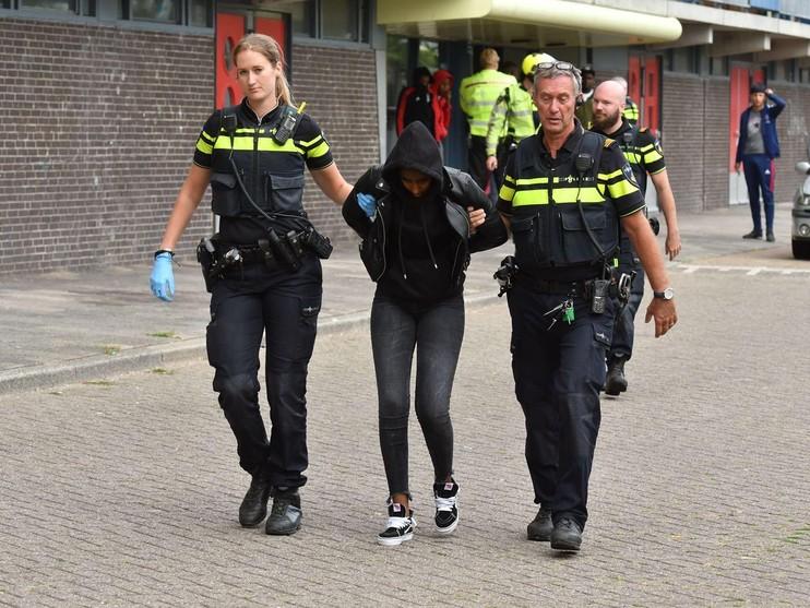 Politie bekogeld met eieren en shampoo tijdens controle in Alphen