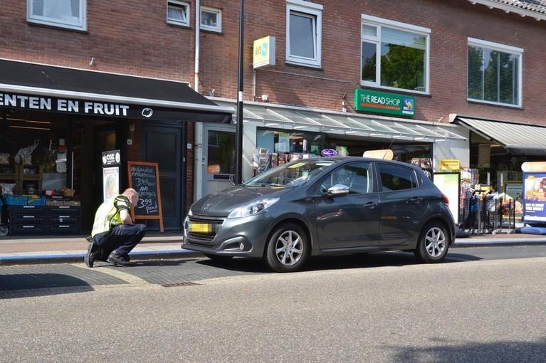 Voetganger gewond bij aanrijding door auto op zebrapad in Bennebroek