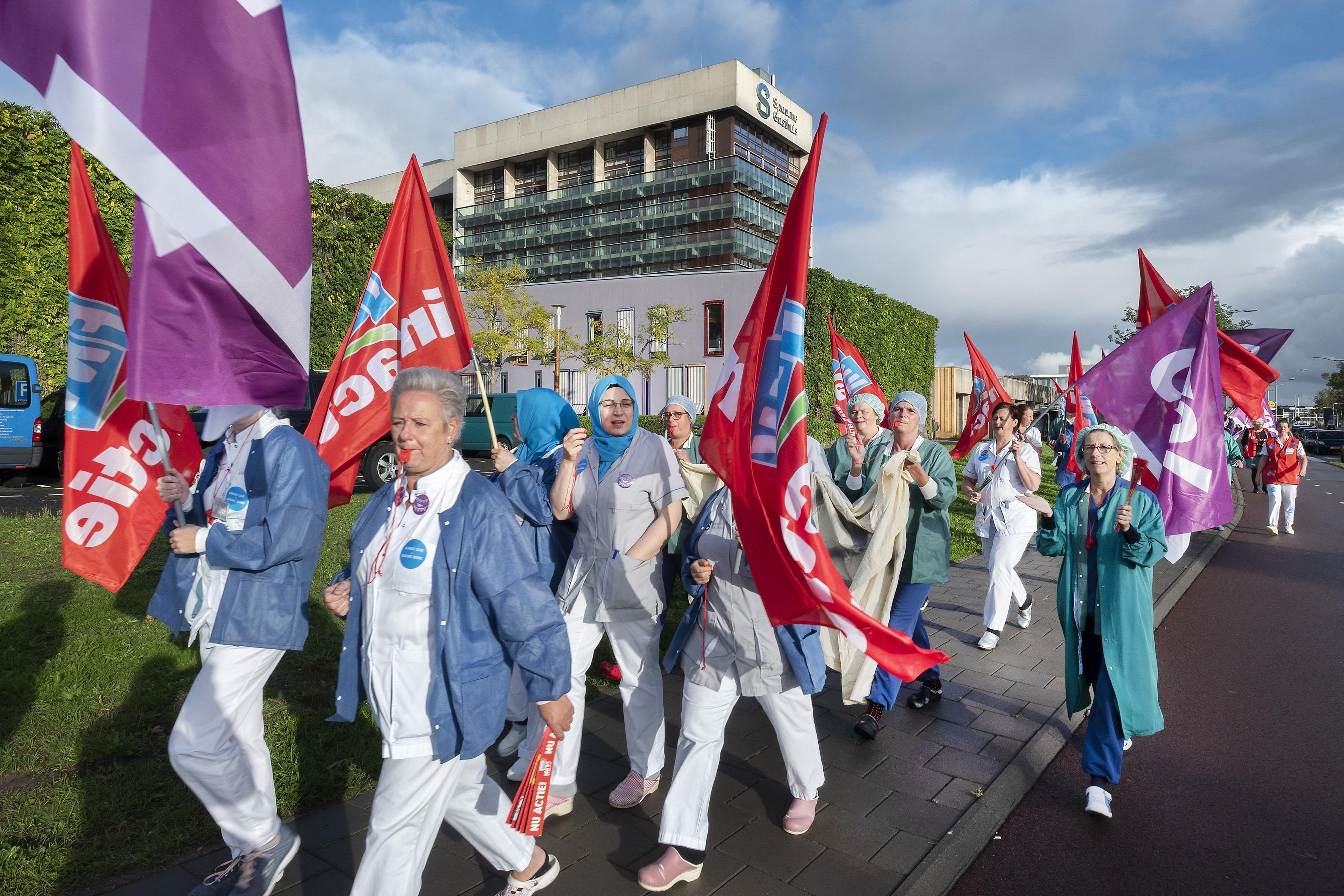 Acties Spaarne Gasthuis verharden: Ziekenhuisdirectie overweegt loon in te houden - Haarlems Dagblad