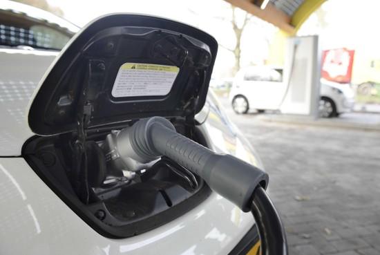 Velsen wordt kritischer over plaatsing oplaadpalen voor elektrische auto's in woonwijken