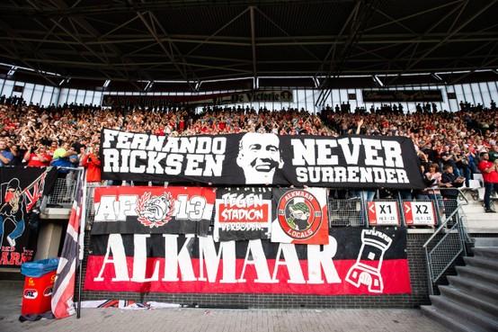 AZ eert Fernando Ricksen tegen Partizan met rouwbanden