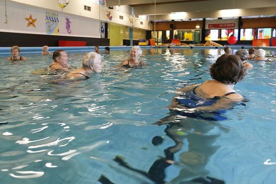 Openhouden alle zwembaden in Hollands Kroon kan voor een kleine kwart miljoen euro, aldus HOZE