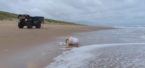 Weer volle urn aangespoeld op strand Katwijk