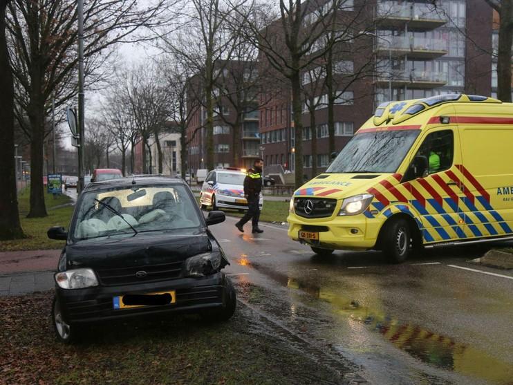 Vrouw gewond bij botsing in Huizen