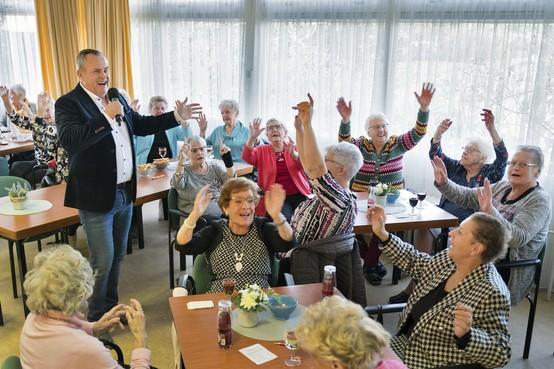 Bezoekers Seniorencentrum Zeewijk bieden maandag petitie aan voor betere faciliteiten