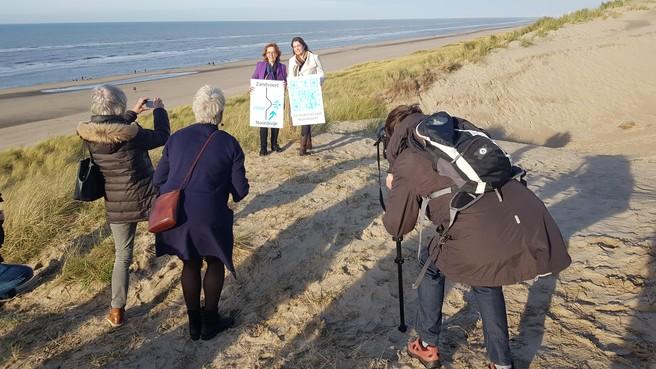 Palen markeren grens strandreservaat Noordvoort