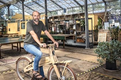 Haarlemse stadsnomade trekt van woning naar woning als fulltime huisoppas [video]