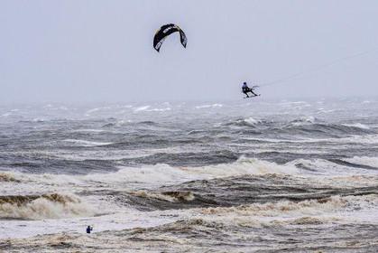 Spektakel bij Red Bull Megaloop in Zandvoort: Hoe harder de storm, des te leuker het is [video]