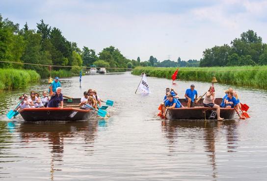 Burgemeester Van der Stoel weg na heibel in raad Landsmeer