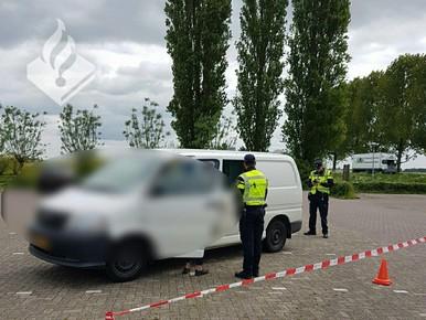 Bestuurder met vals kenteken en zonder rijbewijs aangehouden in Nieuwveen