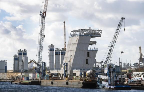 Bouwconcern BAM trekt weer miljoenen extra uit voor bouw sluis IJmuiden
