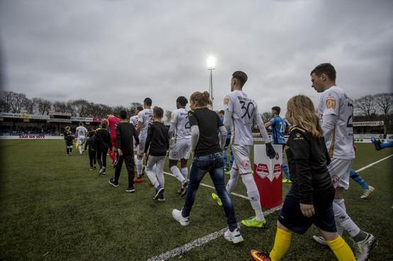 Pleegkinderen het veld op met Telstar: 'Die spelers zijn echt heel aardig'