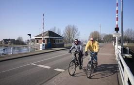 De brug op de grens van Noord- en Zuid-Holland.