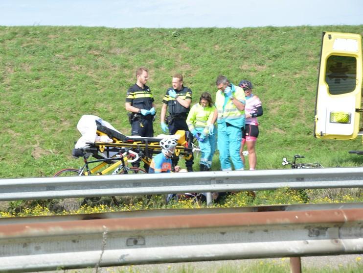 Wielrenners gewond bij valpartij Afsluitdijk