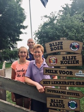Column Ontmoetingen: Blije boer. Het staat echt op bordjes bij melkveehouders Clemens en Sandra Oudshoorn