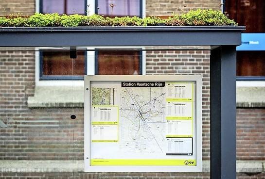 'Plant sedum op de daken van bushokjes in Hilversum'