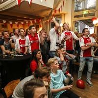 Gezichten spreken boekdelen bij weer een gemiste kans van Ajax.