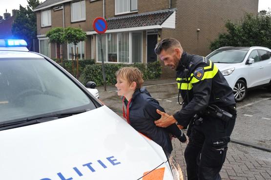Politie 'jaagt' op zestig Uitgeestse kinderen. 'Ik heb me alleen maar voor mijn moeder verstopt'