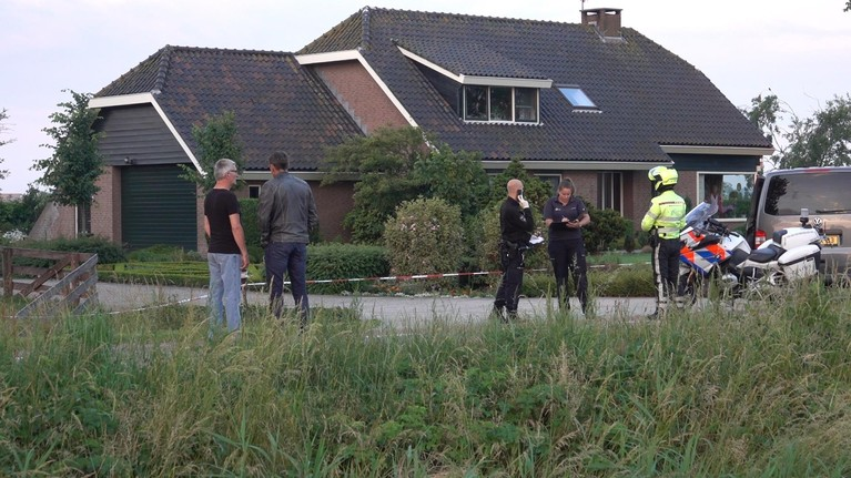 Bewoner gewond bij woningoverval in Zuid-Scharwoude; vijf verdachten klemgereden door politie [update, video]