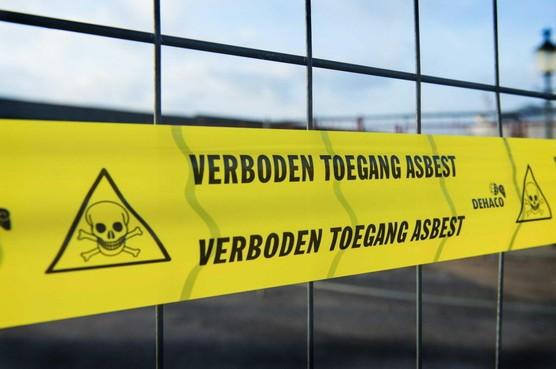 Asbest Oosterengweg wordt afgevoerd