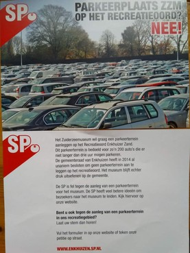 Trucagefoto SP Enkhuizen om 'bewoners te desinformeren' over parkeerterrein Enkhuizerzand of 'bewuste actie om aandacht te vragen'?