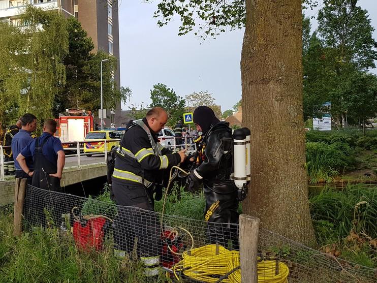 Hulpdiensten zoeken mogelijke drenkeling bij Terborchlaan Alkmaar [video]