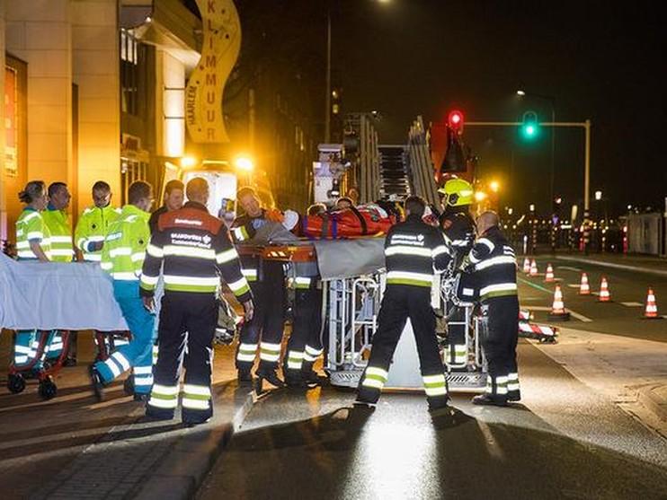 Vrouw gewond na val van klimwand in Haarlem