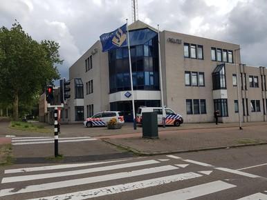 Man dreigt dat er 'iets gaat gebeuren' bij gemeentehuis of politiebureau in Purmerend of Opmeer [update]