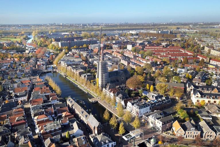 Torenspits terug op Laurentiuskerk in Weesp [video]