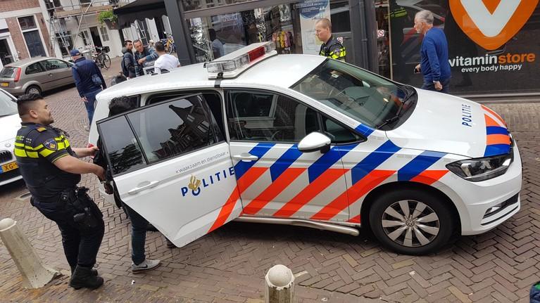 Telefoondief gepakt door winkeleigenaar na achtervolging in Alkmaar