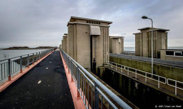 Wandel- en fietsersbonden protesteren tegen de stremming van de Afsluitdijk: 'Stel de dijk af en toe open'