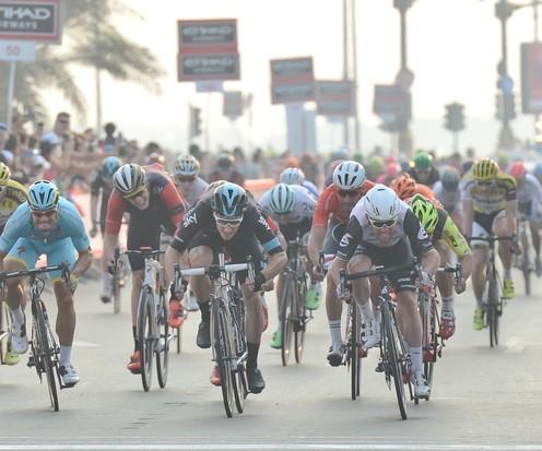 Een wedstrijdbeeld uit de Ronde van Abu Dhabi. © Hollandse Hoogte