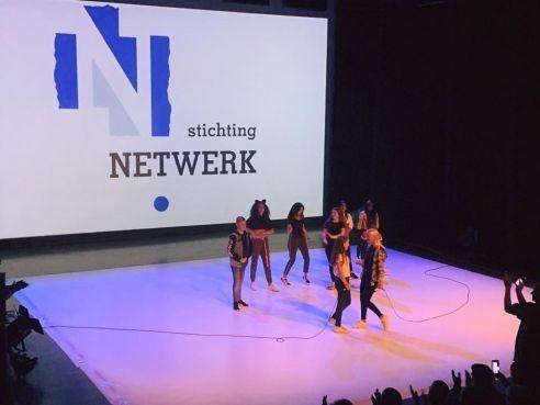 Rappende leerlingen d'Ampte in Hoorn oogsten succes: 'Zo hoor je vrouwen niet te behandelen' [video]