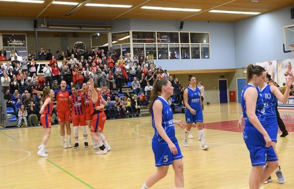 Lions al na drie wedstrijden tegen Den Helder zeker van de finale: 'Extra rust is zeer welkom'