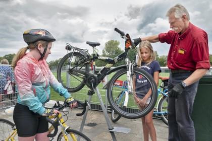 Muggenronde pas echt feest op gekeurde fiets