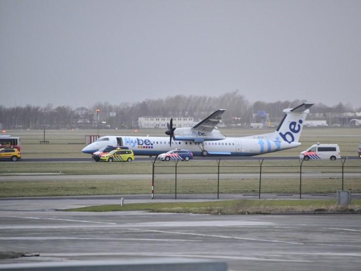 Landingsgestel vliegtuig breekt bij landing op Schiphol [video]