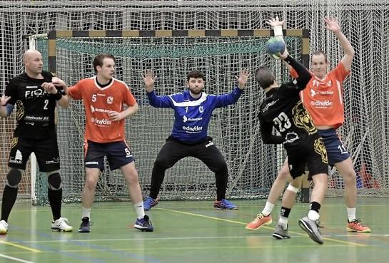 HVV wint met acht man en een halve keeper van Aalsmeer